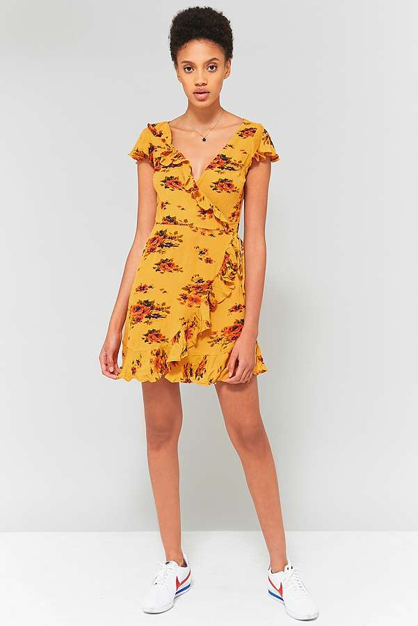 טרנד שמלות המעטפת במגזין Fashion tails Luba Shraga